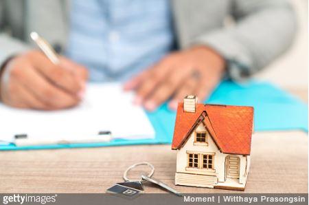 Signature d'un compromis de vente ou d'une promesse de vente avant la vente d'une maison